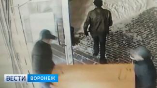 Воронежские полицейские обнаружили в тайнике у грабителей 10 терминалов оплаты