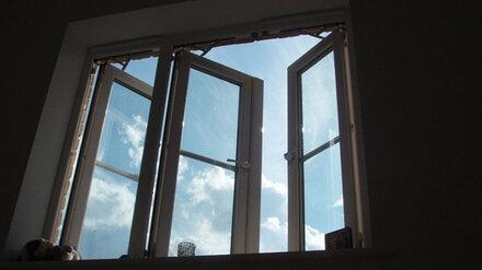 В Воронеже 14-летняя школьница выпала из окна 10 этажа