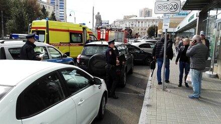 Грабитель в маске угрожал взорвать Сбербанк в центре Воронежа