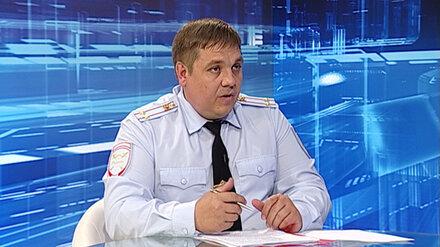 Задержанного воронежского полицейского с 22 квартирами отстранили от работы