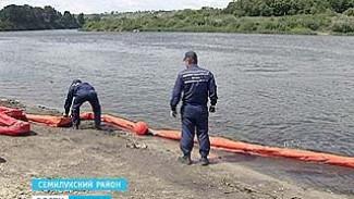 Нефтяное пятно остановили под Семилуками. Спасатели учились откачивать бензин из Дона