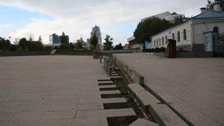 На Советской площади Воронежа начали восстанавливать разрушенную плитку