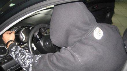 В Воронежской области полицейские поймали угонщика по дорожке из следов крови