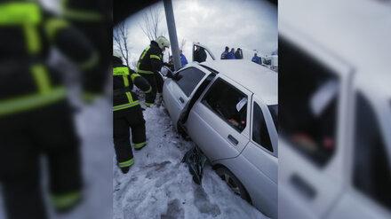 Появилось фото аварии на воронежской трассе, в которой разбились парень с девушкой