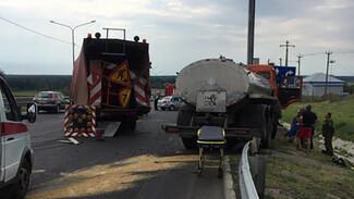 Водитель КамАЗа пострадал в ДТП с фурой в Воронежской области