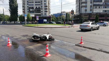 В Воронеже девушка на спортбайке протаранила иномарку