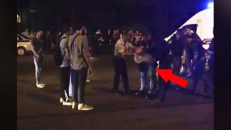 Воронежцы: неадекватный мужчина нападал на прохожих в центре города