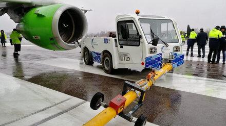 В воронежском аэропорту тягач врезался в самолёт