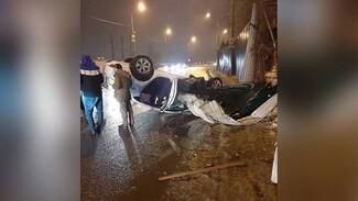 На «проклятом» участке набережной в Воронеже перевернулось такси
