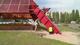 В Воронеже пирамиду на Памятнике Славы перекрасят из-за вандалов