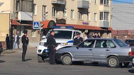 В Воронеже полицейский УАЗ столкнулся с «пятнадцатой»
