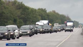 Пробка у воронежского Лосево затруднила возвращение отпускников домой