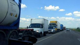 На трассе М-4 «Дон» в Воронежской области образовалась пробка в 12 км