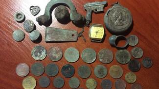 Пушечные ядра и орудия каменного века. Как «чёрные копатели» охотятся за сокровищами в Воронежской области