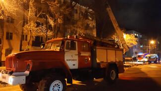 Последствия мощного пожара в воронежской пятиэтажке ликвидируют за 10 дней