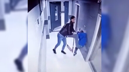 Полиция рассказала подробности об избиении подростка в подъезде воронежской многоэтажки