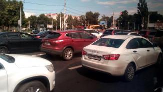 Ремонтные работы парализовали движение на Чернавском мосту в Воронеже