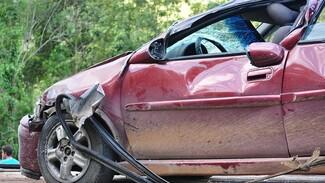 В ДТП с грузовиком в Воронежской области пострадали 6 человек