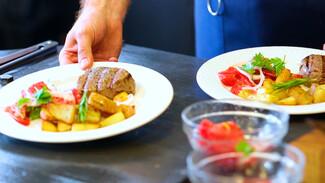 Кухня для всех. Филе-миньон с запечённым картофелем и салатом