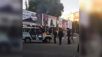 Воронежец снял на видео полыхающий полицейский «УАЗ»