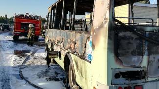 В Воронеже сгорел автобус: пострадал человек