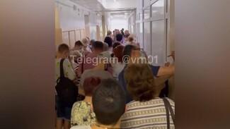 Давку в очереди на вакцинацию от ковида в Воронеже показали на видео