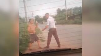 В Воронеже пьяный водитель набросился на гаишника и разбил машину понятых