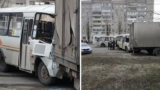 Две маршрутки с пассажирами столкнулись в Воронеже: есть пострадавшие
