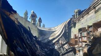 Появились фото и видео из сгоревшей УИК в Воронежской области