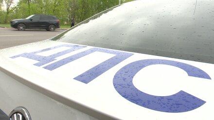 Пьяная пара избила и попыталась задушить инспектора ДПС на дороге в Воронежской области