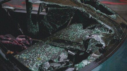 В Воронежской области водитель ВАЗа влетел в стоящий автомобиль и погиб