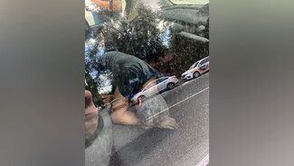 Появилось видео задержания в Воронеже пьяного таксиста DiDi