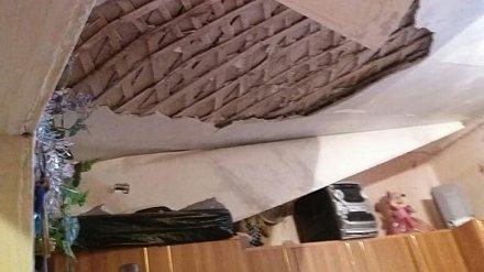 Коммунальщики прокомментировали обрушение потолка в комнате воронежского общежития