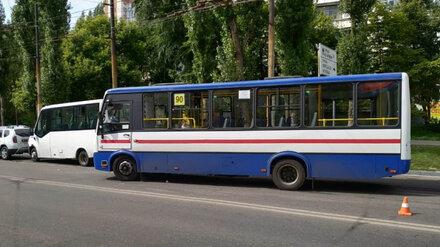 В массовом ДТП с 2 автобусами в Воронеже пострадал пассажир