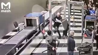 Появилось видео драки между пьяным воронежцем и охраной аэропорта «Шереметьево»