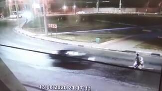 Появилось видео момента ДТП со сбитым в коляске младенцем в Воронеже