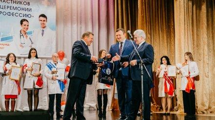 В Нововоронеже молодые врачи получили ключи от новых квартир