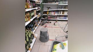 В Воронеже элекросамокатчик разгромил отдел с алкоголем в «Пятёрочке»