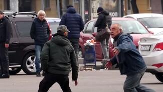 Воронежские таксисты пообещали избить уводящего клиентов блогера-пранкера Вову Бороду
