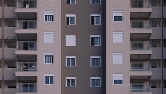 В Воронеже из окна 17-этажки выпал мужчина