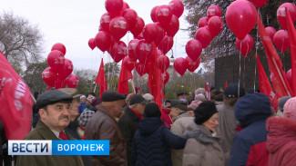 Письма потомкам и шествия. Как в Воронеже и области праздновали столетие Октябрьской революции