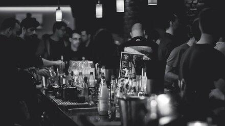 В баре Коминтерновского района Воронежа ограбили мужчину