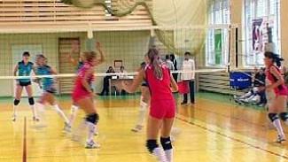 """В спортивном комплексе """"Факел"""" стартует первенство по волейболу"""