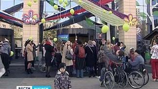 """Перед главным входом в """"Центр Галереи Чижова"""" организовали флеш-моб"""