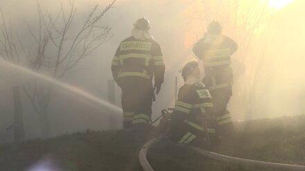 Трое детей и 94-летняя женщина оказались заблокированы в горящем доме под Воронежем