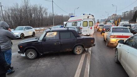 Женщина с девочкой попали в больницу после ДТП в Воронеже