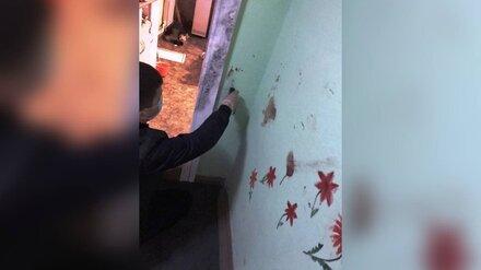 В Воронеже мужчина зарезал попросившую о помощи соседку