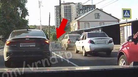 В Воронеже невнимательный водитель спровоцировал наезд на пешехода на зебре