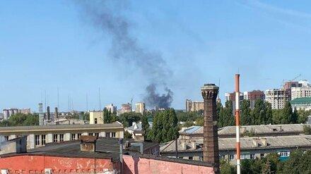 Чёрный дым от горящего битума напугал воронежцев