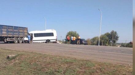 Появились фото последствий ДТП с микроавтобусом под Воронежем